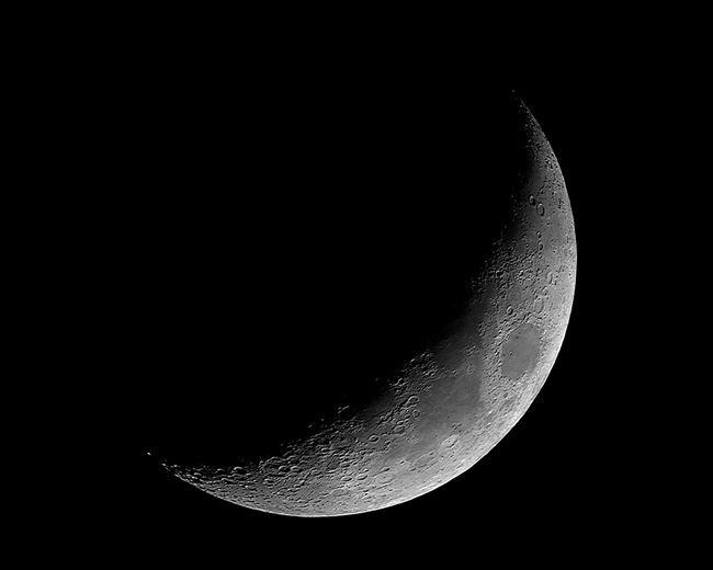 La Luna está en su primer cuarto. - Moonmentum