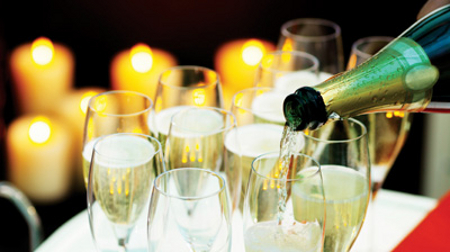 toast-the-new-year-with-stylish-glassware-400x224